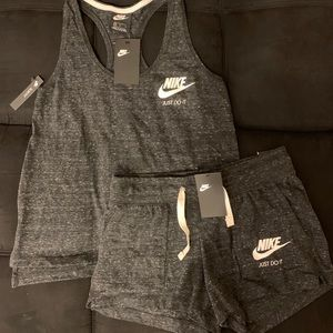 SUPER CUTE NIKE TWO PIECE SHORT OUTFIT SIZE M